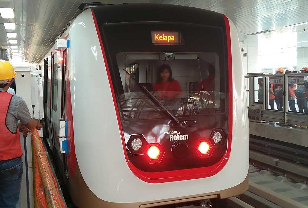 Uji Coba Kereta Api Ringan (LRT) Velodrome-Kelapa Gading